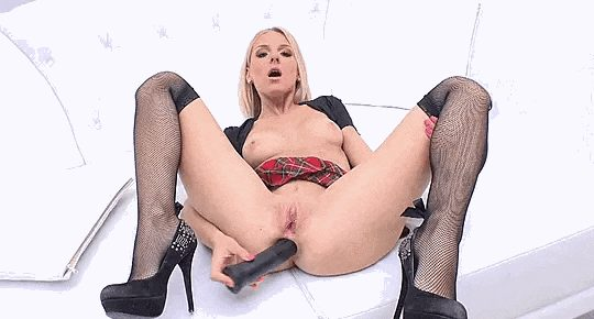 Blonde Pornstar loves a Dildo in her Ass