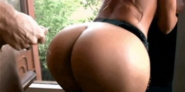 Painting her Butt with Cum